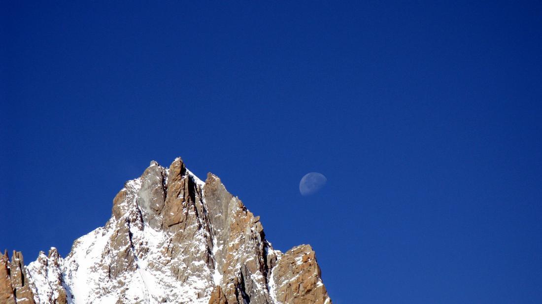 Luna sul Tacul