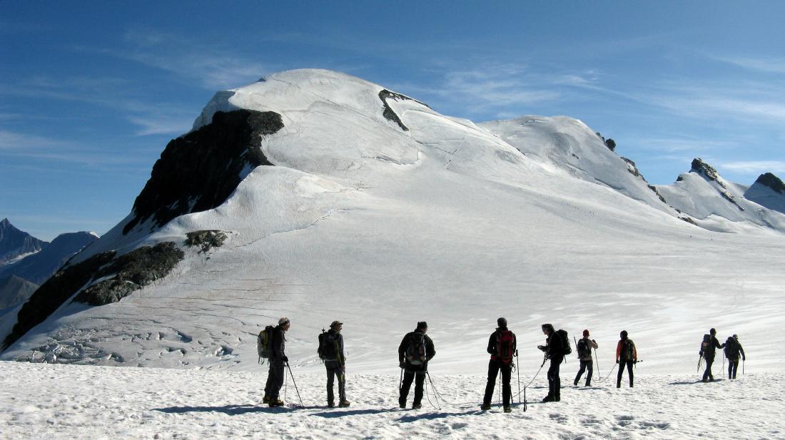 Colle del piccolo Cervino, il Breithorn si presenta in veste estiva